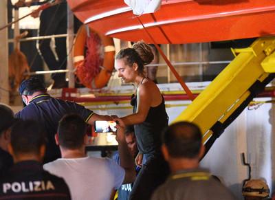 海上受困17天…女船長載40難民強靠義大利港口 最高判10年徒刑