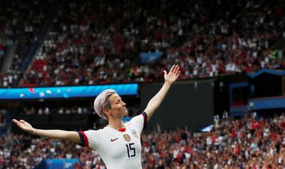 「我他X的才不去白宮」!美國女足隊長「張開雙臂勝利POSE」風靡全球