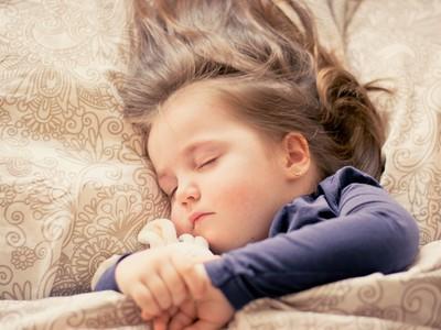 未裝冷氣房午睡體溫飆高至40度 2歲女童中暑險喪命