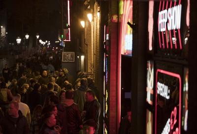紅燈區考慮「拉上窗簾」 阿姆斯特丹市長:為了保護性工作者