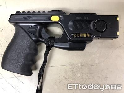 影/北市捷警配發180支電擊槍+瞄準器 放電5秒...盼有效控制狂徒