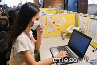8成上班族「邊工作邊吸菌」 醫曝「3大過敏誘因」:辦公桌恐藏千隻黴菌