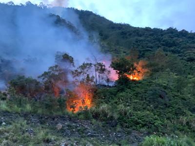 宜蘭「火燒山」灌救3小時!全面撲滅