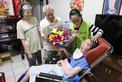 有洋蔥!植物人返家陪爸爸過父親節 感謝26年不離不棄