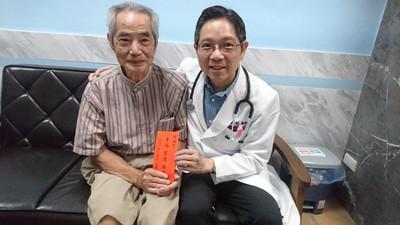 83歲阿公到院前休克無呼吸心跳 兒子、醫師搶救15分鐘後復活