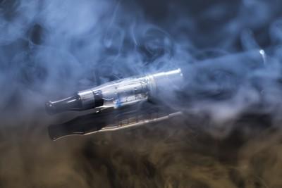 美「電子煙肺病」最小13歲、死亡最小17歲 專家提5大傷害:小心你的腦