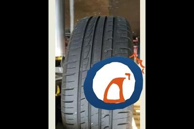 開車突漏風! 到車行檢修驚見「輪胎比我中指」當場傻眼