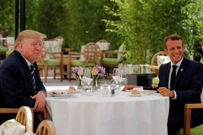剛揚言對法加徵關稅 川普抵G7先見馬克宏「我們友誼很特別」