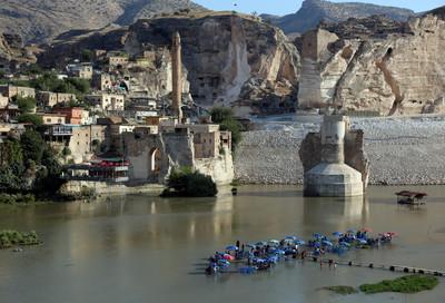 土耳其萬年古鎮將沉入水底 伊利蘇大壩啟用水位暴漲60公尺
