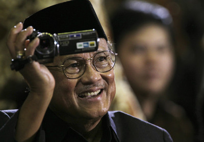 接替獨裁者的「民主推手」 印尼前總統哈比比病逝…享壽83歲