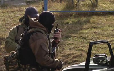 俄女遇緝毒…被搜出白粉嚇哭 「特種部隊」突扯面罩下跪大吼:嫁給我!