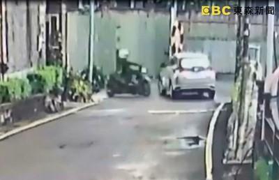 機車路口猛撞左轉車!高三男「安全帽噴飛」重摔亡 駕駛下車手狂抖