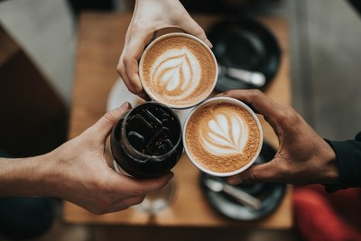 喝咖啡怕骨質疏鬆...拿鐵有加牛奶可補鈣?專家破解錯誤迷思