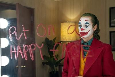 日常就是「心在疼還是要微笑」 2刷《小丑》看見每個幻想都可以是浮木