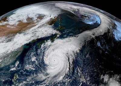 哈吉貝「惡龍」霸佔西北太平洋?750km暴風圈撞日 暴雨警報恐破60年紀錄