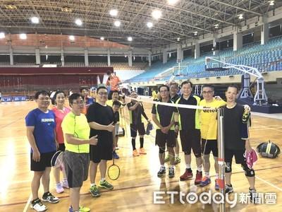 台南市醫師公會羽球賽競爭激烈 高齡選手約定未來20年還要每年球場見