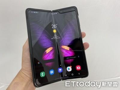 三星摺疊手機Galaxy Fold動手玩:「展開」就是一個新世界