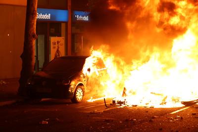 加泰隆尼亞放火燒車大罷工 法院下令關閉「民主海嘯」網頁