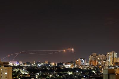 加薩220枚火箭彈瘋狂轟炸! 以色列發炫耀文:鐵穹攔截90%