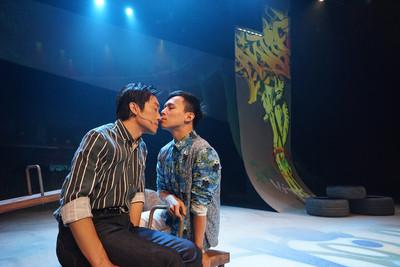 「大量男男情慾戲」首獎劇本搬上舞台!2男演員從恐懼到接受:都是很自然的交流