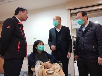 藍委手傷送台大「湧入政治人物與媒體」 工會批:停止利用醫療資源造勢