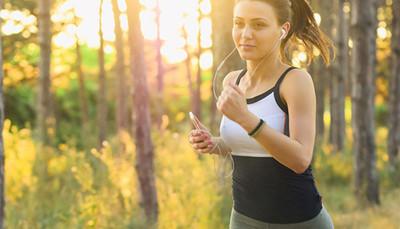 燃脂效果勝過健走又不易受傷 適合運動新手的「超慢跑」