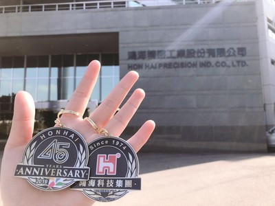 鴻海年底發出5000萬大紅包! 送9500名員工45週年紀念悠遊卡