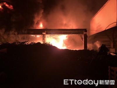 影/高雄2塑膠廠深夜陷一片火紅 「粒狀物」滿天飛!環保局:可罰500萬