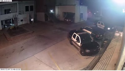 警待巡邏車內…「厭警男」開槍爆他頭10次 慘死派出所