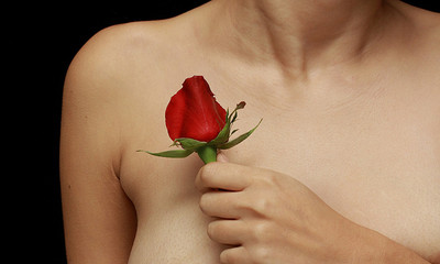 乳頭有分泌物=長壞東西?4種狀況快就醫 專家解析「5大常見Q&A」