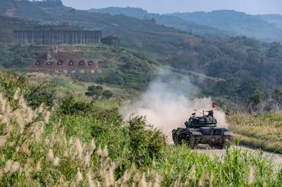 消滅敵人cm11戰車槍精確擊中目標