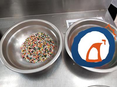"""""""彩色巧克力米""""按顏色分類…學生上帝的耐心揭露驚人的秘密"""
