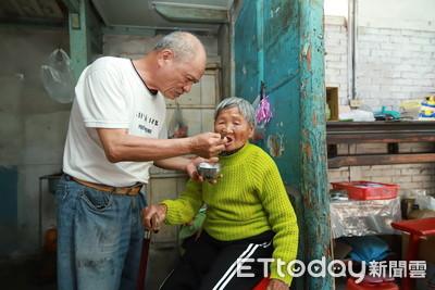 住土角厝相依為命!61歲兒養99歲母「老老照顧」超心酸...女神親送暖