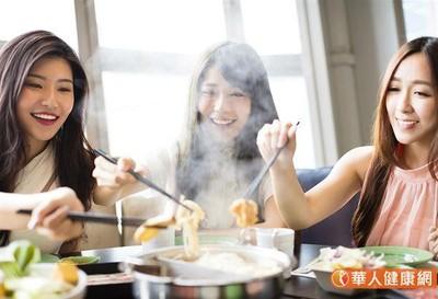年菜火鍋、佛跳牆吃好吃滿?醫師:小心膽囊發炎、膽結石來報到