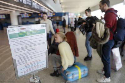 新年運輸量大增!各國機場「備戰」防堵武漢肺炎 澳洲加印手冊宣導