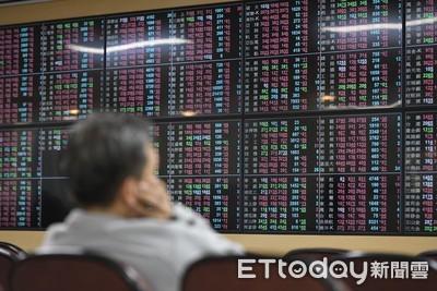 外資降富邦、國泰金控雙雄評等 恐衝擊股價
