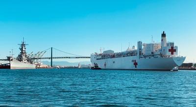 美國海軍「仁慈號」醫護船到了! 靠岸洛杉磯提供1000張病床