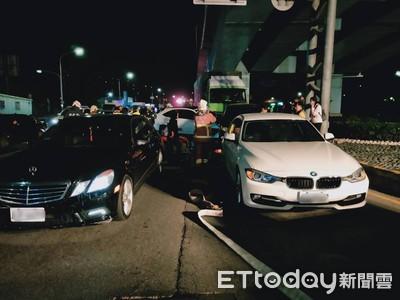 新北聯結車深夜連環撞!9車受損「2人困車內」