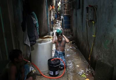 貧民窟傳死亡病例、百萬勞工徒步返鄉 印度醫師憂:疫情準備大爆發