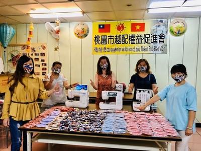 桃園越配手工製作700個布口罩 贈新住民小吃店「罩」護健康