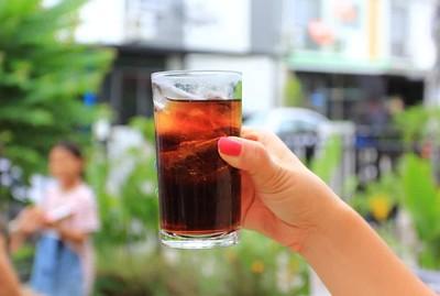夏日消暑涼飲弊大於利!專家破解3錯誤迷思 咖啡、茶不能取代水