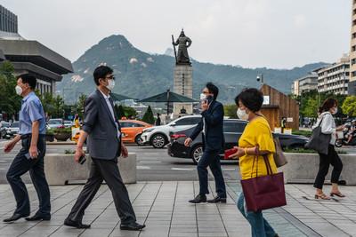 口罩商群聚感染激增!南韓日增113例染疫...政府急推「線上掃墓」