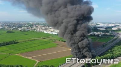 快訊/斗六雲科路三段橋下廢棄物引大火 警消封路搶救