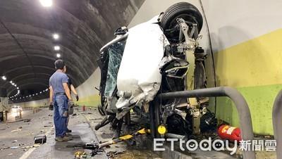 賓士C300酒駕炸「內湖隧道」!貼壁刷護欄200m 插滿鋼條才停下