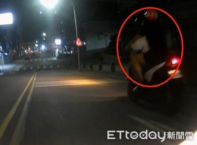 20歲男「甜抱女友」騎車!放閃引警注意 ... 被攔查下場糗了