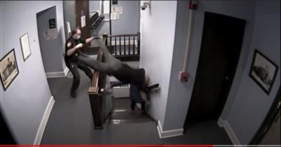 法庭上演動作片!超狂毒犯突襲式脫逃 閃過法警「斷肋骨飛撲」