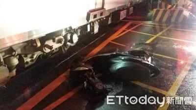桃園平交道事故!騎士「深夜撞火車」倒地 10消防員趕現場救人