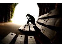 社交恐懼症真的是一種病!與靦腆內向不同 試試7題自測